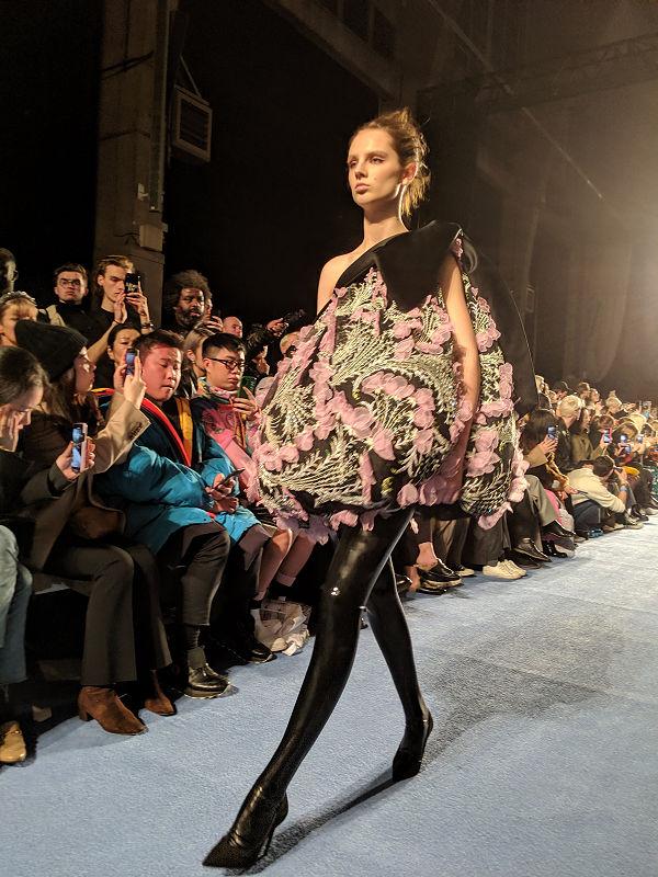 Richard Quinn házat épít, avagy hogyan találkoztam a designerrel - london-fashion-week, fashion-week -