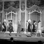 Divatbemutató az Operettszínházban a negyvenes évekből