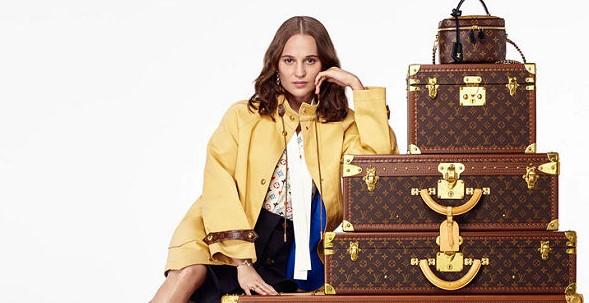 Alicia Vikander szerepel a Louis Vuitton ünnepi kampányában - taska-2, kiegeszitok-2, ujdonsagok -