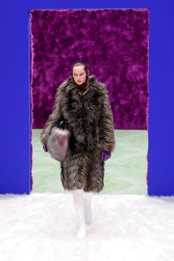 Prada 2021 ősz-tél - változás és átváltozás a Milánói divathét programjában - fashion-week -